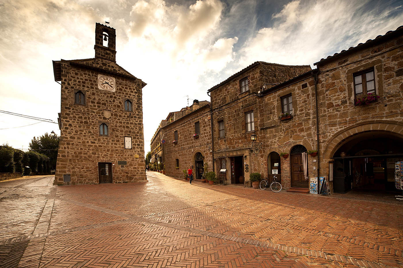 Photography of the main square in Sovana