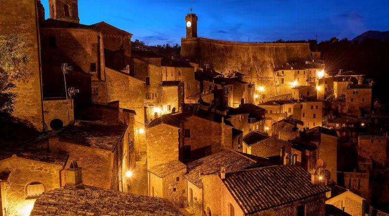 Panoramic view of Sorano at night