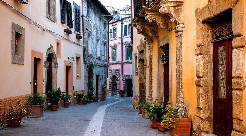 Photography of picruresque street in Sorano