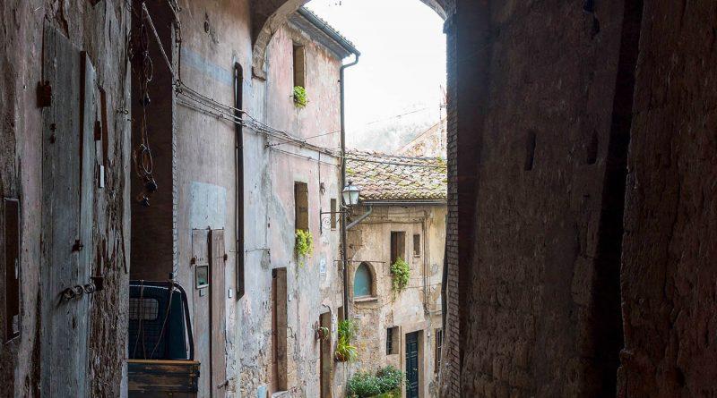 Photography of street corner in Sorano